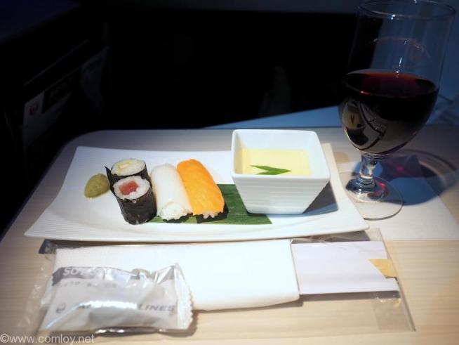 日本航空 JL34 バンコク - 羽田 ビジネスクラス機内食 就寝前の軽食 寿司盛り合わせ 茶碗蒸し