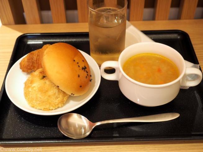 那覇空港 日本航空 ダイヤモンドプレミアラウンジ 今日のお昼ご飯