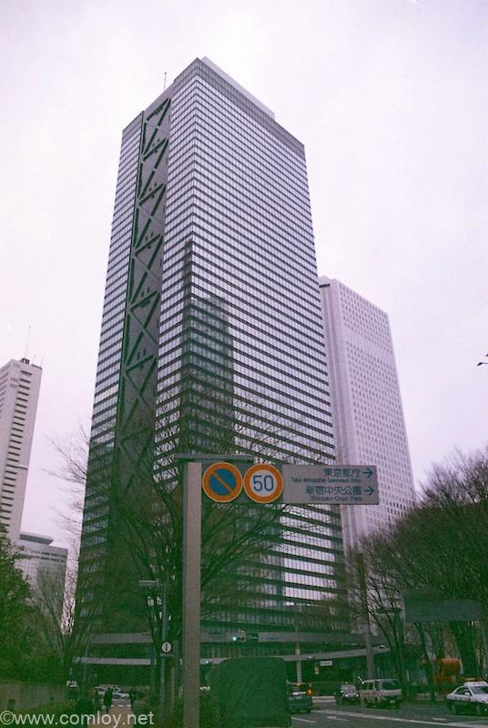新宿西口ビル群 ISO400フィルムを2段明るくISO100で撮影+1EV追加補正 コントラスト明るさ調整後