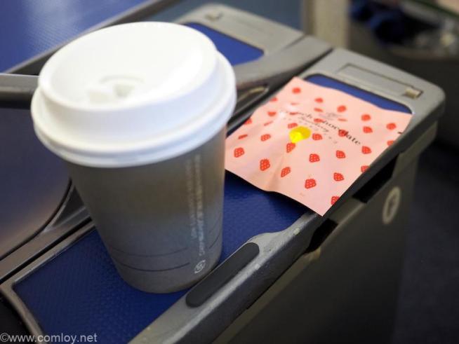 全日空 ANA245 羽田 - 福岡 プレミアムクラス 機内食 コーヒーとお茶菓子