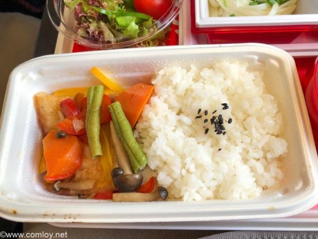 日本航空 JL32 バンコク - 羽田 エコノミークラス機内食 チキン南蛮?
