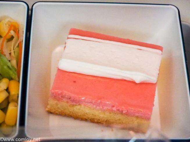 全日空 NH853 羽田 - 台北(松山)エコノミークラス機内食 デザート ストロベリームース