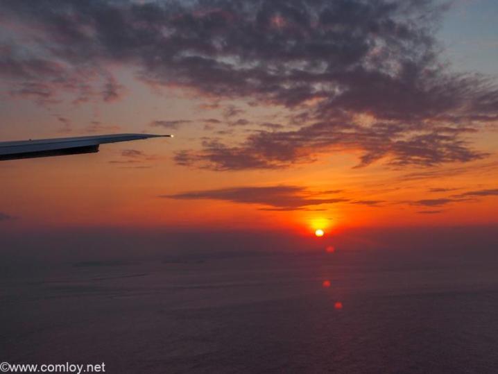 日本航空 JAL919 羽田 - 那覇 飛行機から見る夕日