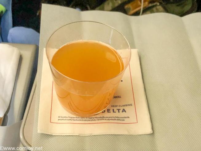 デルタ航空 DL180 成田 - ホノルル エコノミークラス 機内食 ウエルカムカクテル
