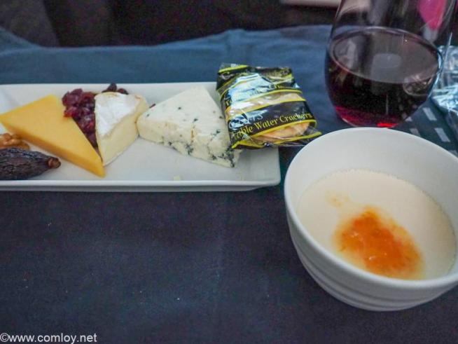 日本航空JL005 ニューヨーク - 羽田 ビジネスクラス機内食 チーズセレクション 各種チーズの盛り合わせ