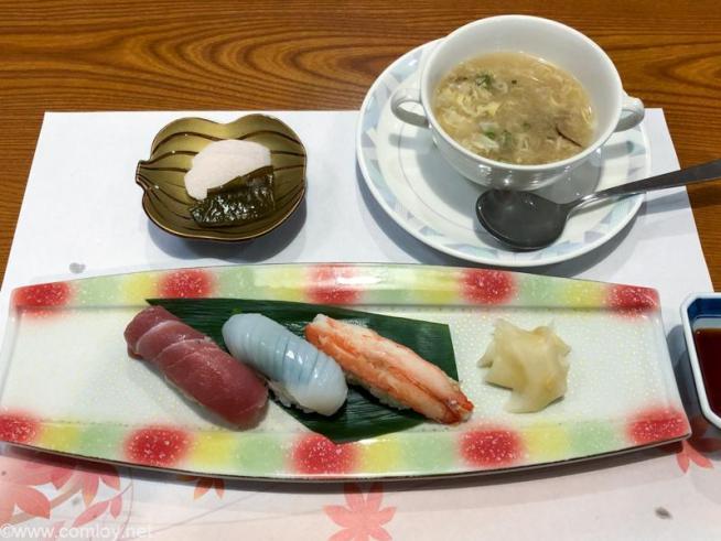 気仙沼プラザホテル 海舟 食事 握り寿司三貫 碗物 フカヒレスープ 香の物 2品