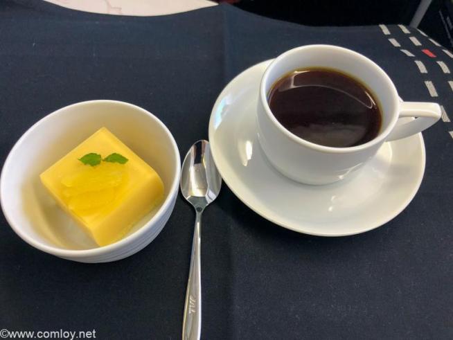 日本航空 JL31 羽田 - バンコク ビジネスクラス機内食