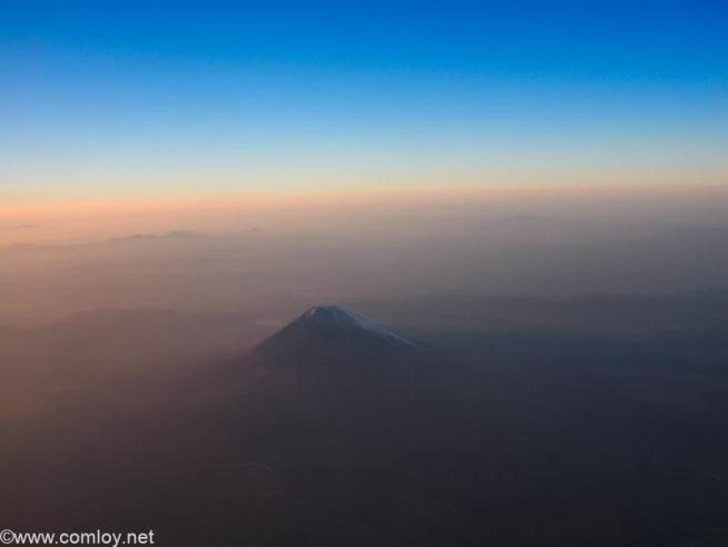日本航空 JAL921 羽田 - 沖縄 富士山横通過中