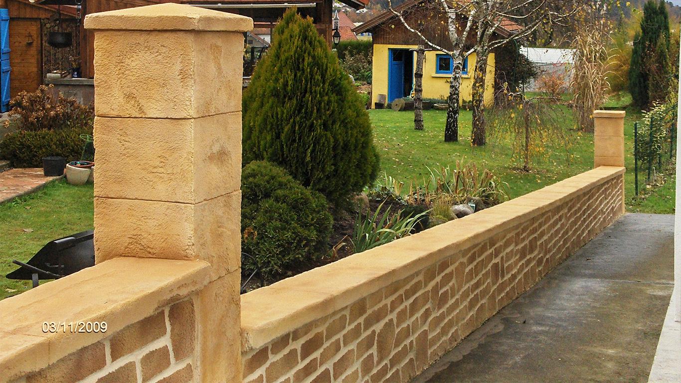 enduit fausse pierre sur muret de jardin
