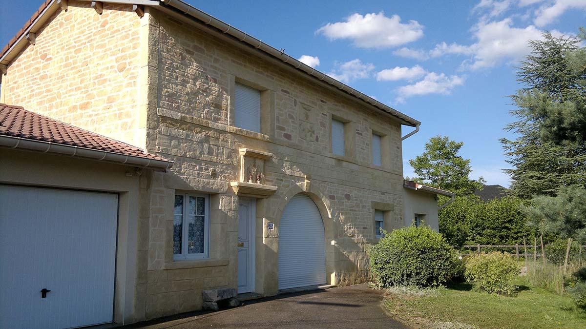 décoration pierre de taille avec blason et armoirie dans les Vosges 88000