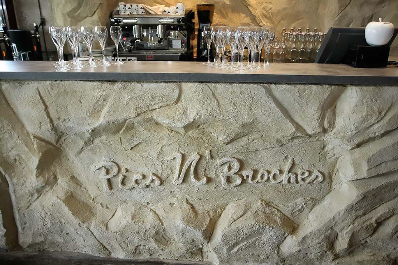 bar de restaurant en faux rocher sculpté à la main