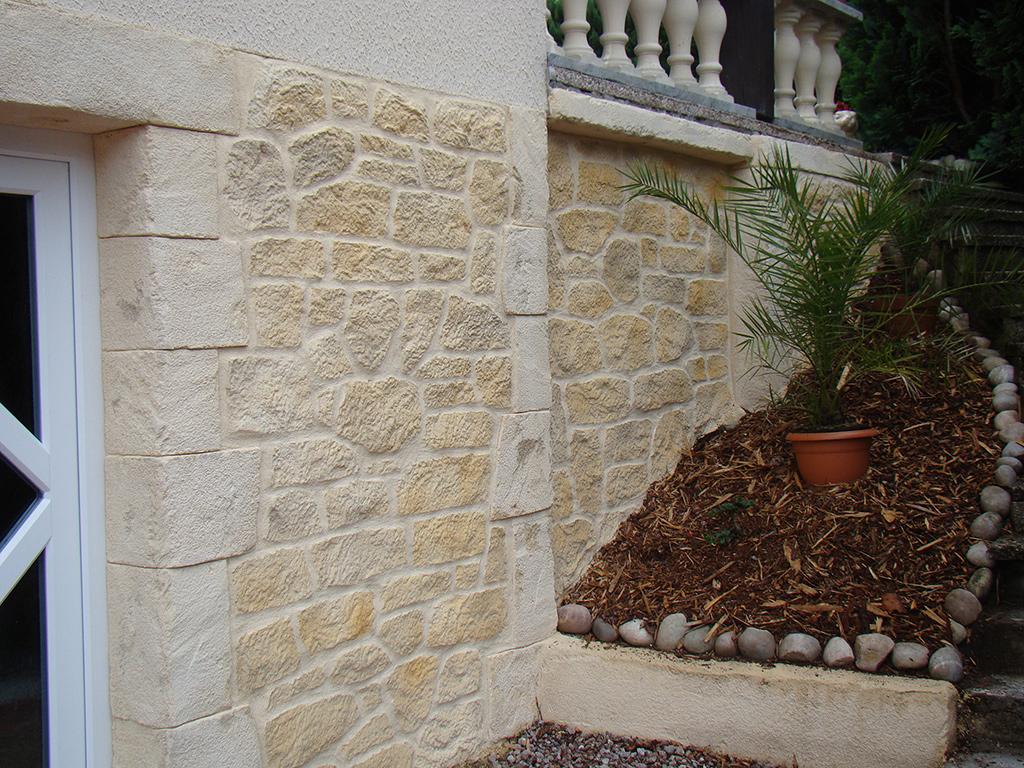 soubassement de maison en fausse pierre de bourgogne