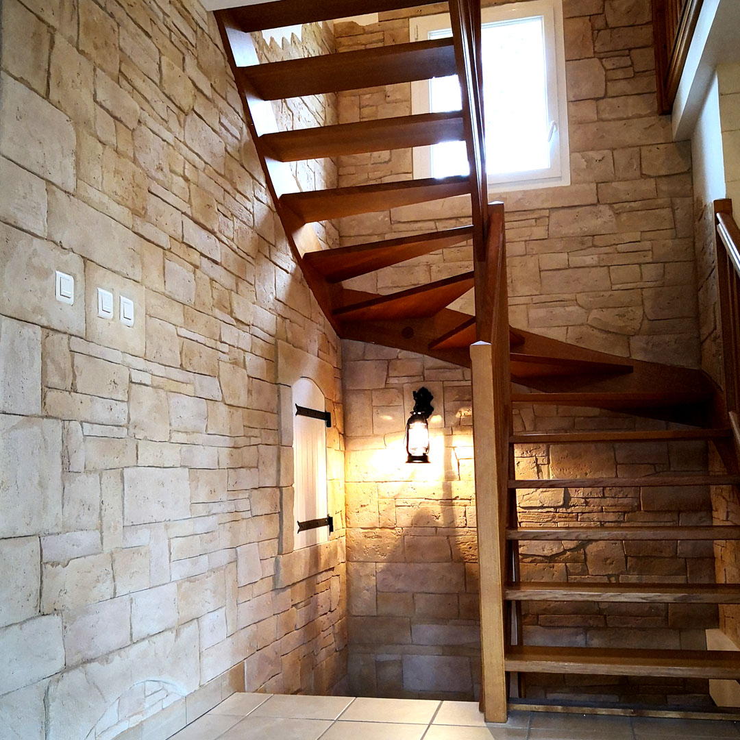 cage d'escalier imitation pierre sêche vosges
