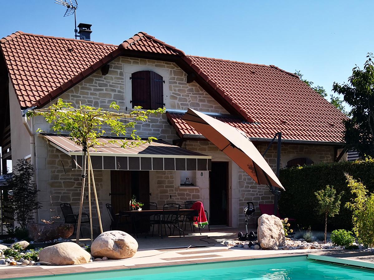 enduit façon pierre sur maison avec piscine dans les Vosges 88