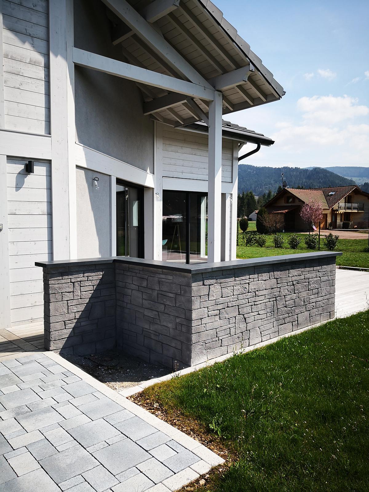 idée décoration pierre de parement couleur grise pour habiller un muret de jardin