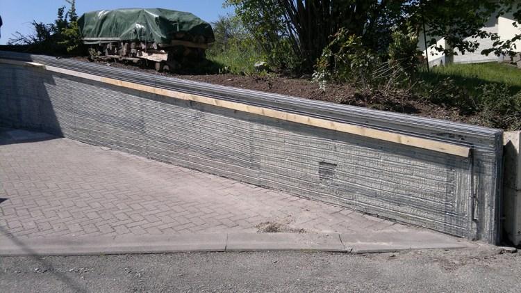 réparation et renforcement d'un mur de jardin avec crépis qui se décolle