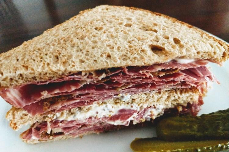 Sándwich de Roast Beef  con mostaza 1