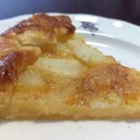 Tarta rustica de pera con base de hojaldre