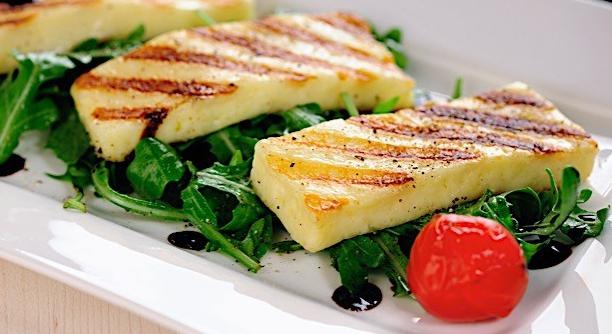 Cómo disfrutar el queso Halloumi