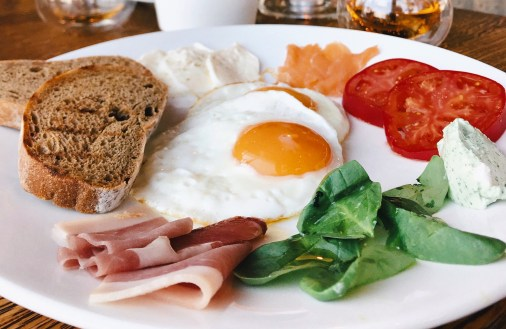 bacon-blur-bread-2612338.jpg