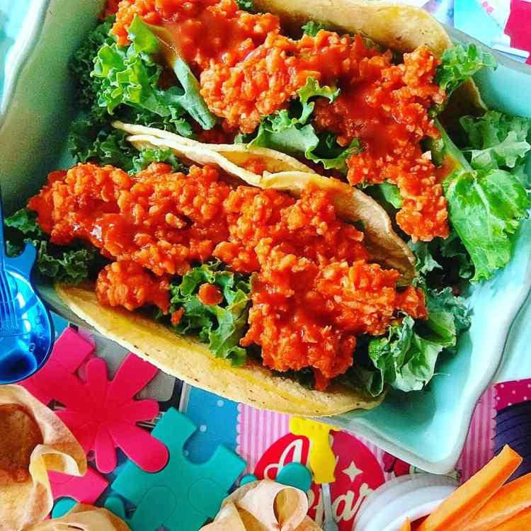 Tacos de soja texturizada a la barbacoa con kale y salsa picante 1