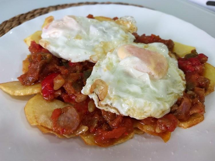 pimentó amb tonyina (pimiento, tomate y atún)