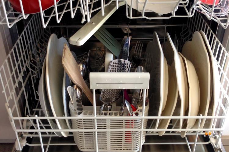 Qué no debéis poner en el lavavajillas
