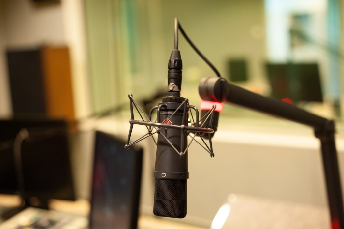 microphone-4320921_1920