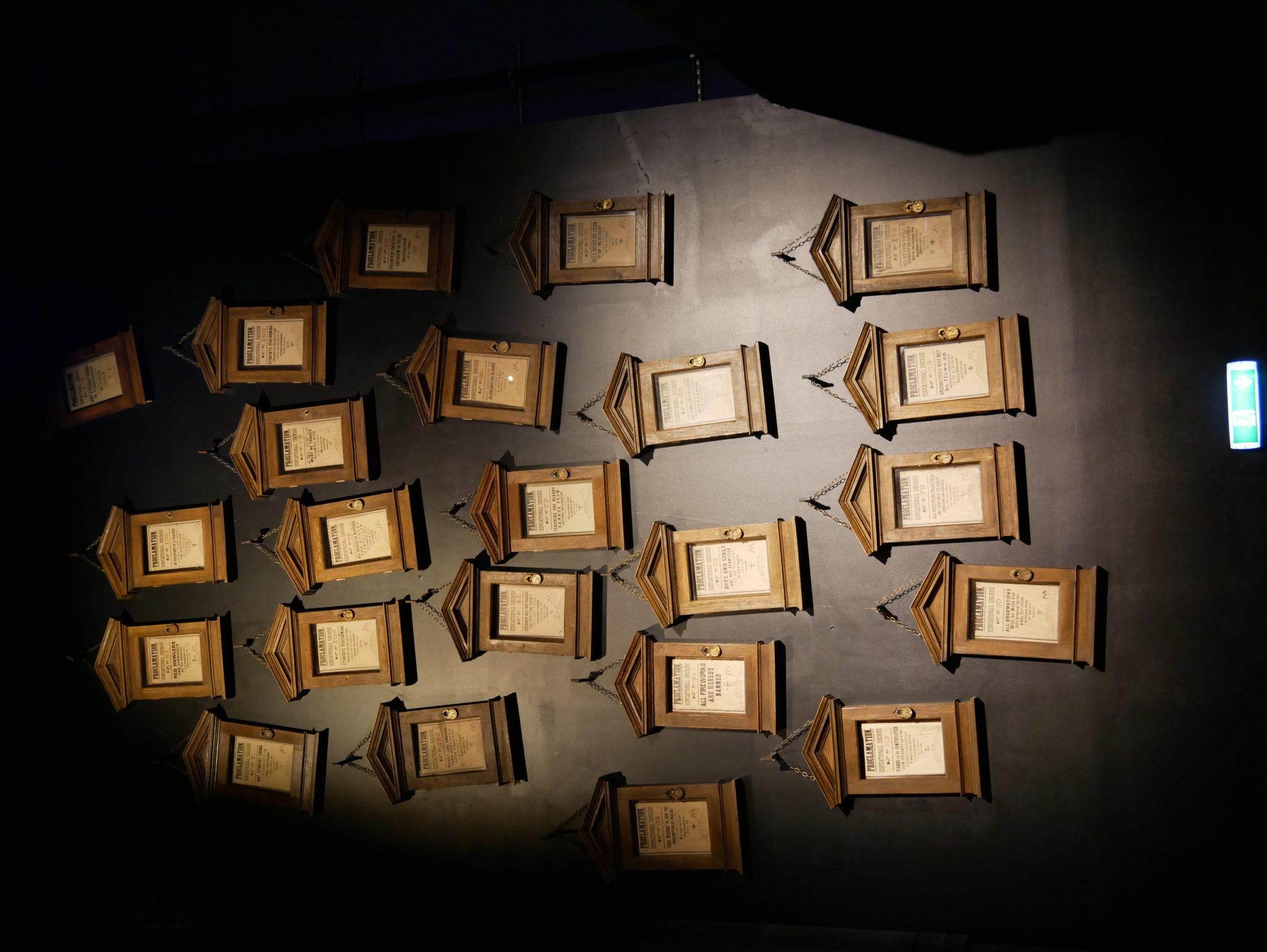 Le murs des interdictions de Dolores Ombrage