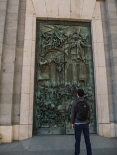 Une des portes de la cathédrale de la Almudena