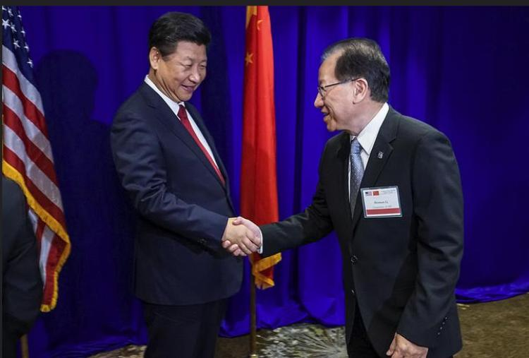 President Xi Jinping and Acting Chair of Committee of 100, Herman Li