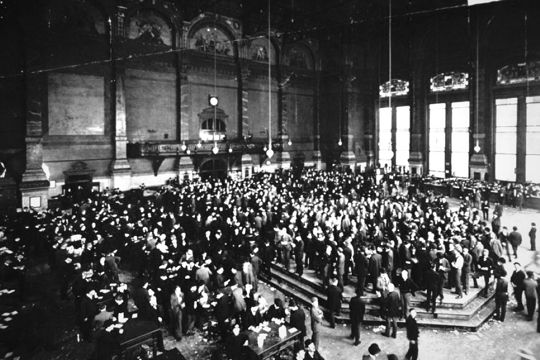 Trading futures. The Chicago Board Of Exchange trading pit in the early 1900s