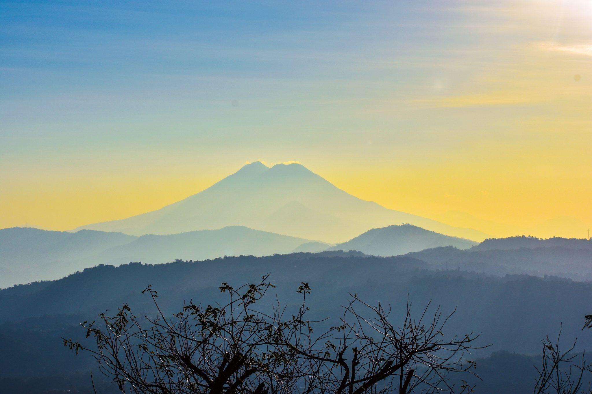 specialty-coffee-origins-el-salvador-vulcano-view-sunrise