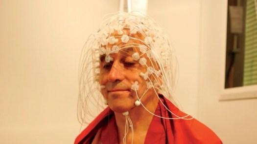 256 electroden meten de hersenen van Matthieu Ricard