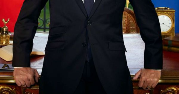 Bas du portrait officiel d'Emmanuel Macron