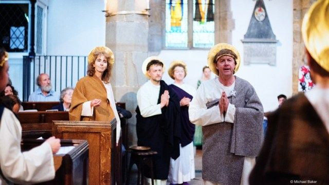 Peter announces the truth of the Resurrection. Photo credit: Michael Baker. Also pictured: Heather Prestwich (Johannes), Simon Speight (Judas).