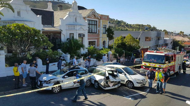 5 car collision along Kloof Nek road (Picture by Twitter @LimaCharlie1)