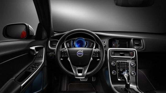 2015-volvo-s-60-interior-dash-view