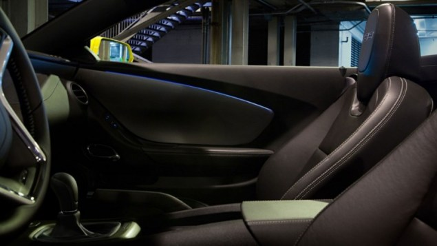 2015 chevrolet camaro interior side view of front row