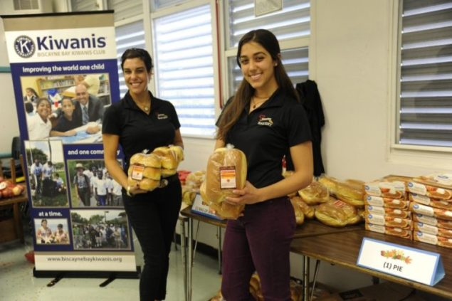 Biscayne Bay Kiwanis Club provides Thanksgiving meals to those in need