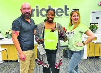 Cricket Wireless brightens holidays for a dozen Miami families in need