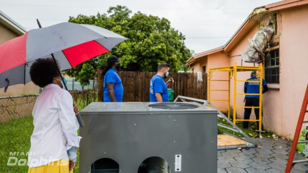Couple surprised with new A/C unit donated by Dolphins, Air Pros USA