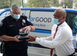 Aventura seniors deliver hot meals to first responders