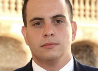 Running for election to City Commission Group III : Alex Bucelo