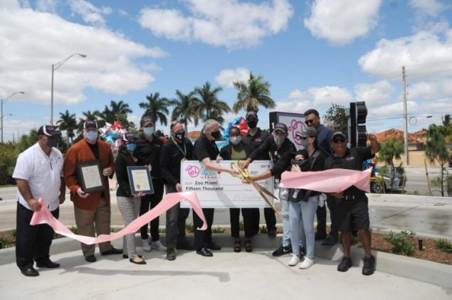 El Car Wash marks grand opening with gift to Zoo Miami Foundation