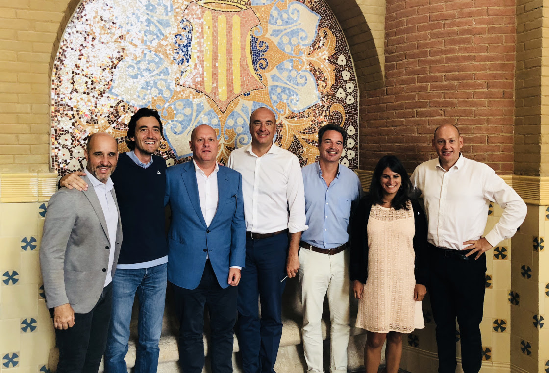 De izquierda a derecha: Cristian Pascual, CEO and co-founder of Mediktor; Oscar García-Esquirol, CMO and co-founder of Mediktor; Peter Vanhecke, Partner and co-founder of Castel Capital; Josep Carbó, director Global Business Development and partner of Mediktor; Miguel Valls, General Partner of Alta Life Sciences; Jéromine Kalfon, Project Manager and Business Development & Open Innovation of Naos; Jean-Yves Desmottes, Vice President of Operations of Naos