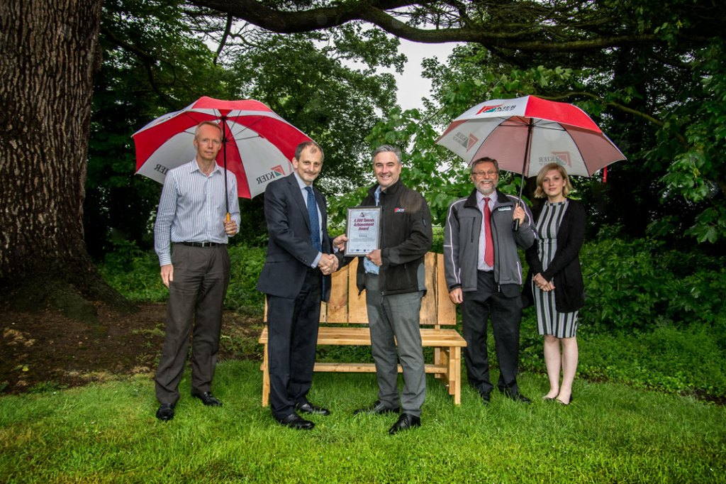 Reclaimed wood bench presented to Kier to celebrate 4000 tonnes of wood waste collected from their sites