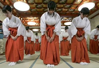 A cultura japonesa e suas expressões do dia-a-dia - reverencia japonesa feminina