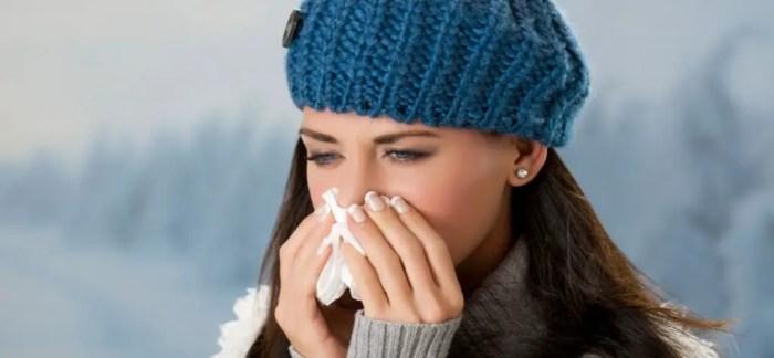 El sonarse y el estornudar ayuda a limpiar las vias nasales y las particulas de los cilios, los pelos internos