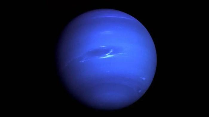 Neptuno es el planeta mas frio ya que es el que se encuentra mas alejado del sol